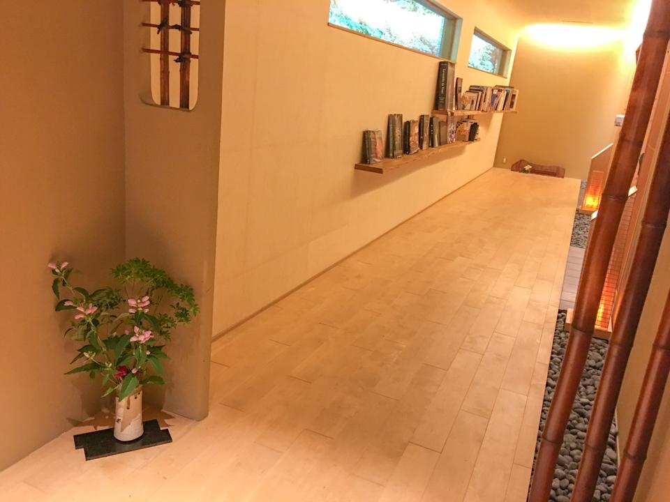 右源太の和室の前の廊下の写真