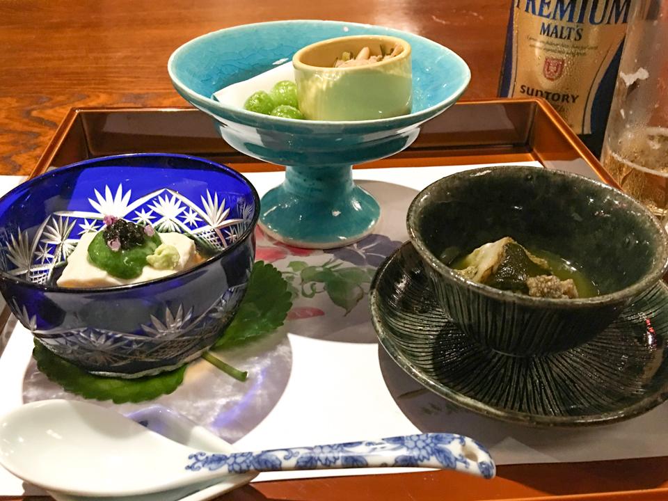 前菜「鮑やわらか煮 新銀 杏山葵合え 生湯葉」の写真