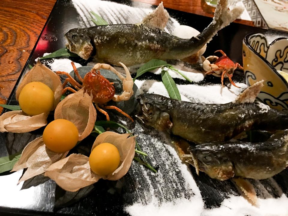 焼物「石庭盛り 鮎塩焼き 地鶏塩焼き」の写真