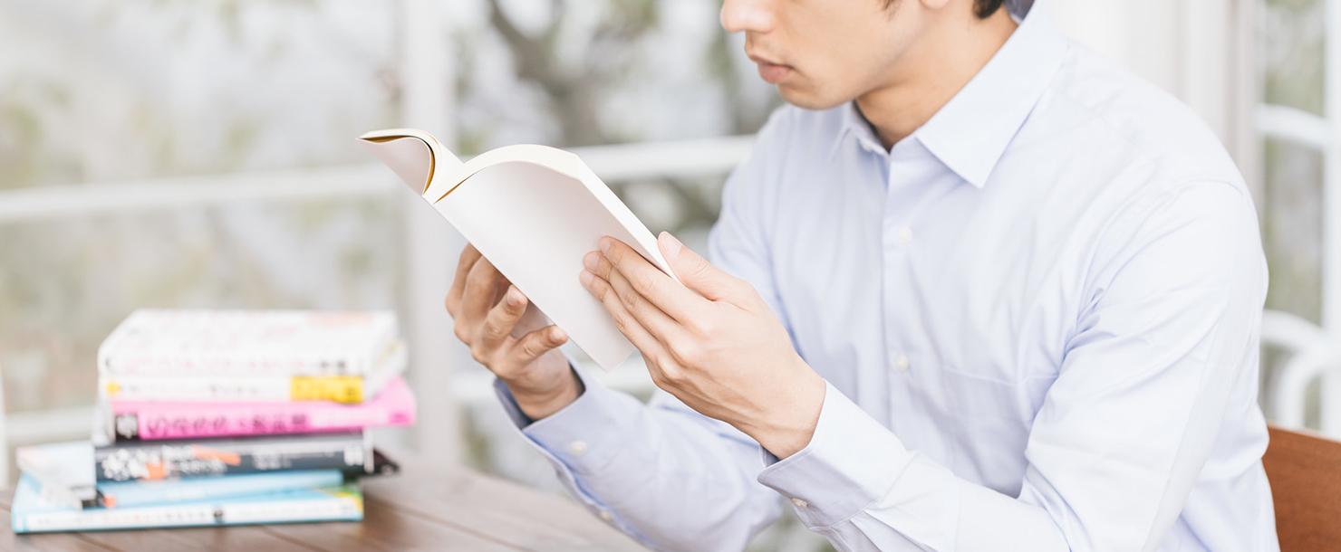 読書している写真