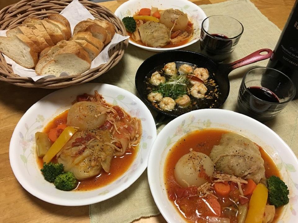 ロールキャベツ中心の夕食の写真