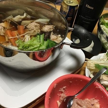 鶏団子鍋の食卓