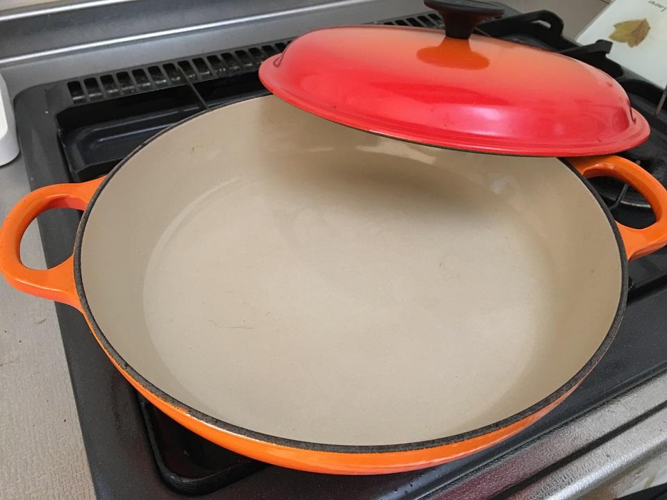 キャセロール鍋蓋を取った写真