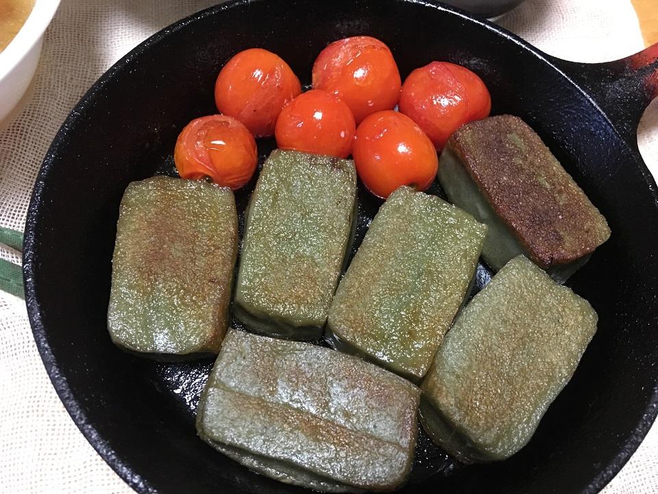 ヨモギ麩とプチトマトのソテーの写真