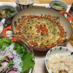 いわしの香草パン粉焼き中心の夕食の写真