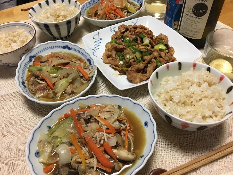 鯖缶の野菜煮中心の夕食の写真
