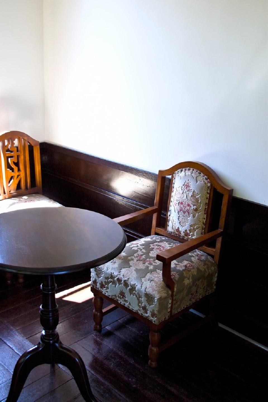 洋風の椅子の写真