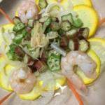 オクラとエビとズッキーニのサラダの写真