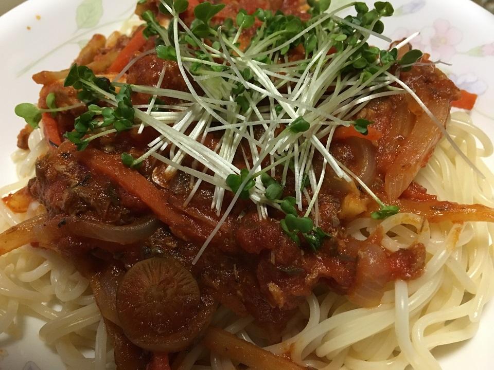 鯖缶とトマト缶の洋風パスタの写真