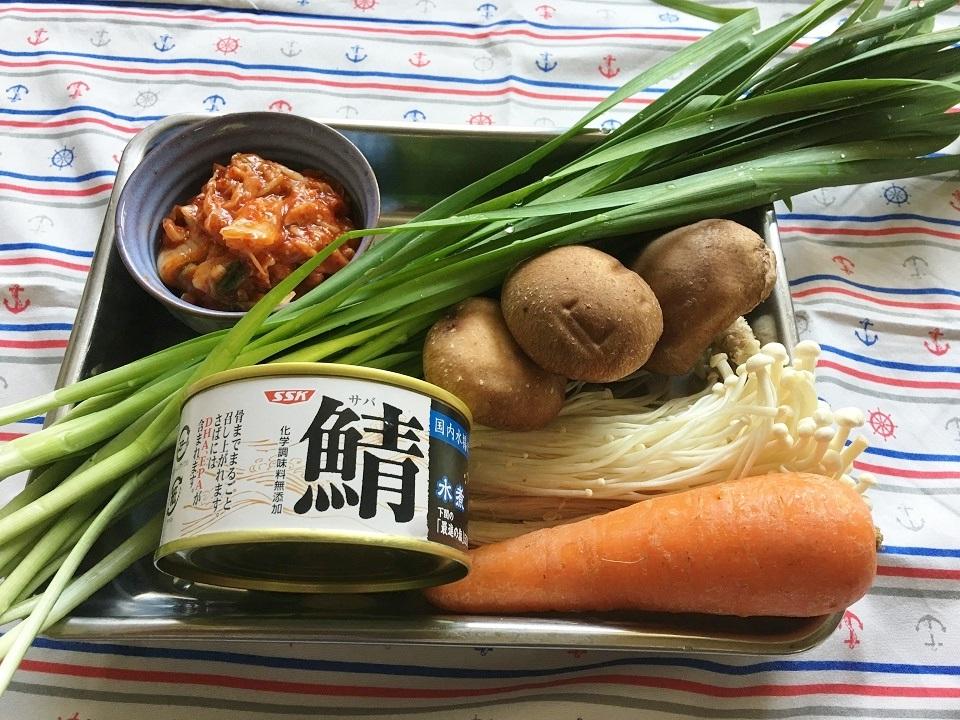 鯖缶ピリ辛中華丼の材料の写真