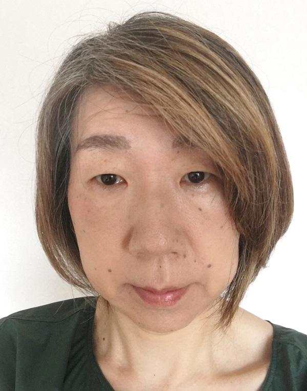 白髪染めをやめて半年の私の写真、普段の髪型、カラーリング前