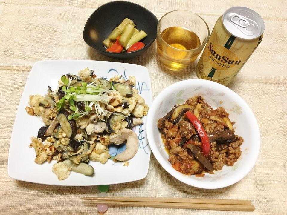 豆腐となすの炒め物中心の昼食の写真