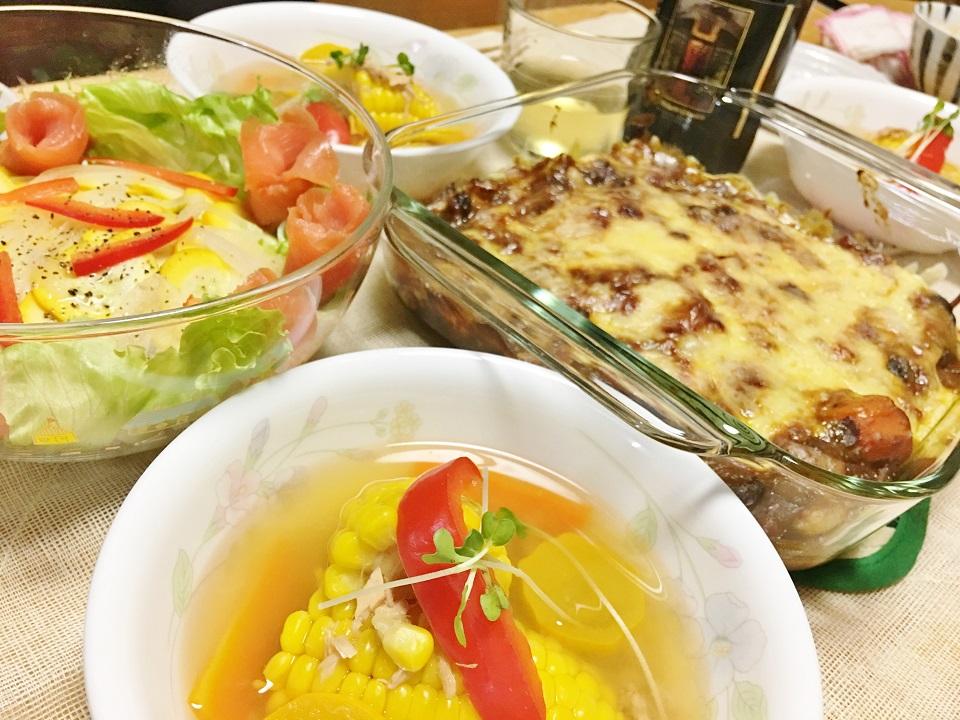 ナスのカレーチーズ焼き中心の夕食の写真