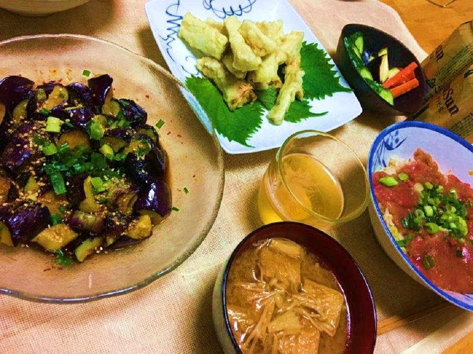 ナスの南蛮漬け中心の夕食の写真
