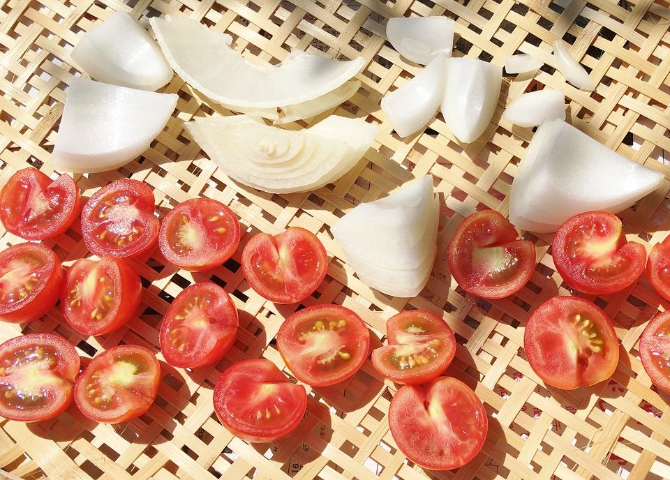 追加したプチトマトと玉ねぎの写真