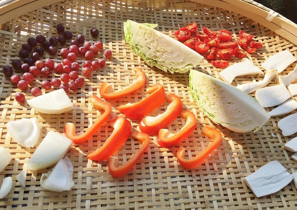 2日目に干した野菜と果物の写真