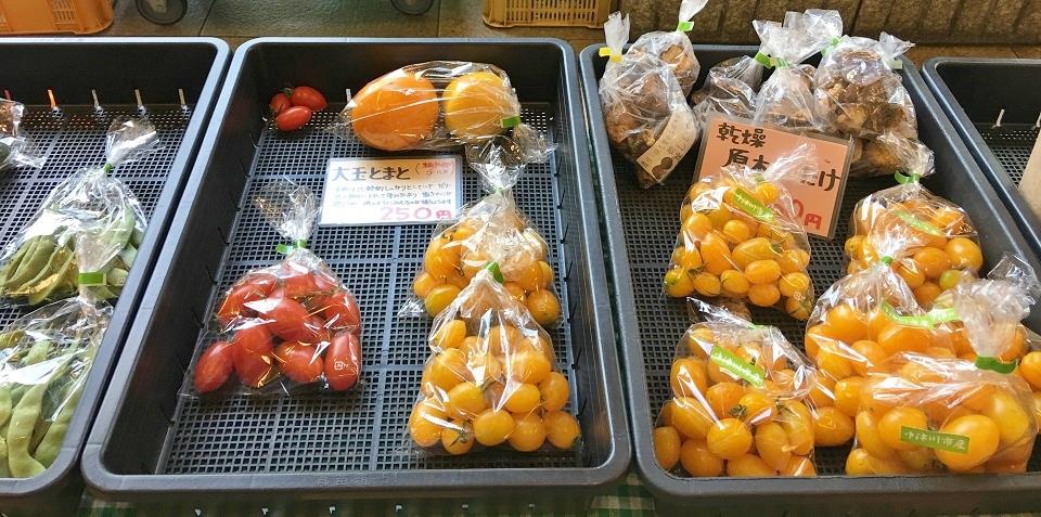オーガニック夕暮れ市のトマト2の写真