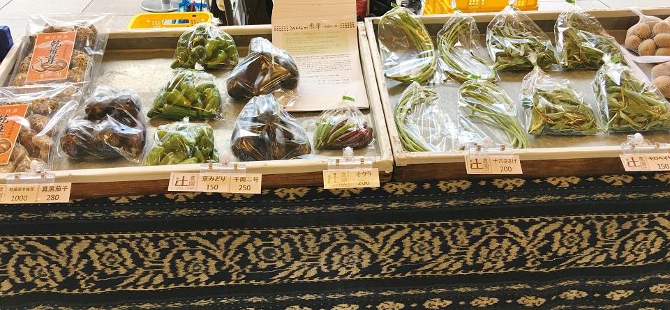 オーガニック夕暮れ市の辻農園の野菜の写真
