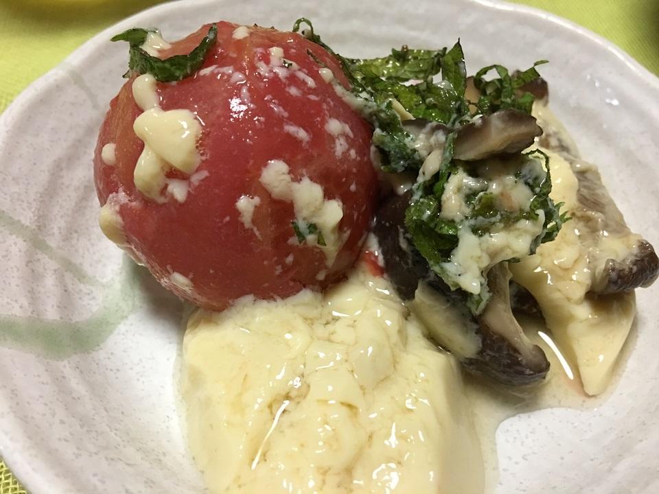 トマトの茶碗蒸しを取り分けた写真