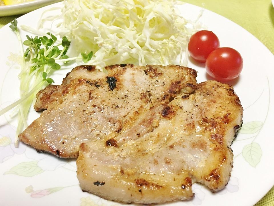 成功した豚肉の塩麹漬け焼きの夕食の写真