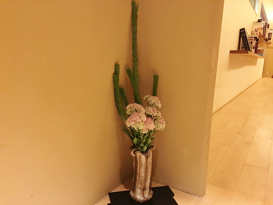 右源太の廊下の小さな花の写真