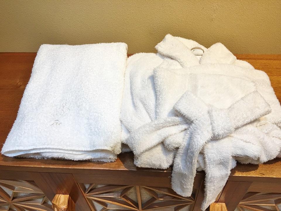 タオルとバスローブの写真