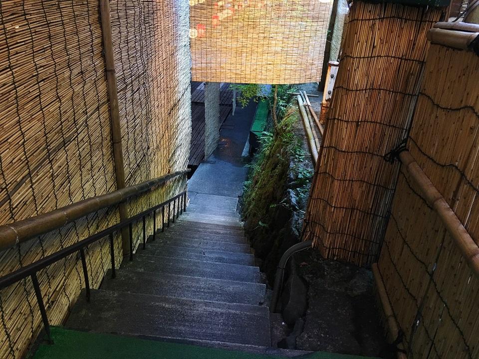 右源太の川床の階段の写真