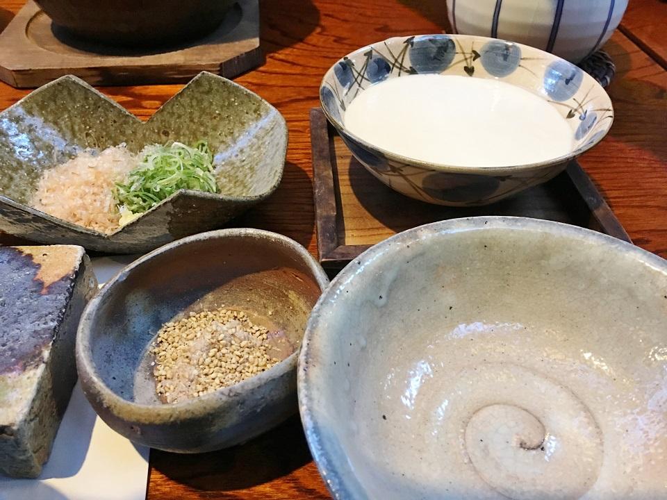朝ごはんのお豆腐の写真