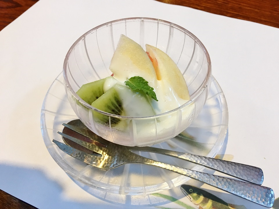 朝ごはんのデザートのフルーツの写真