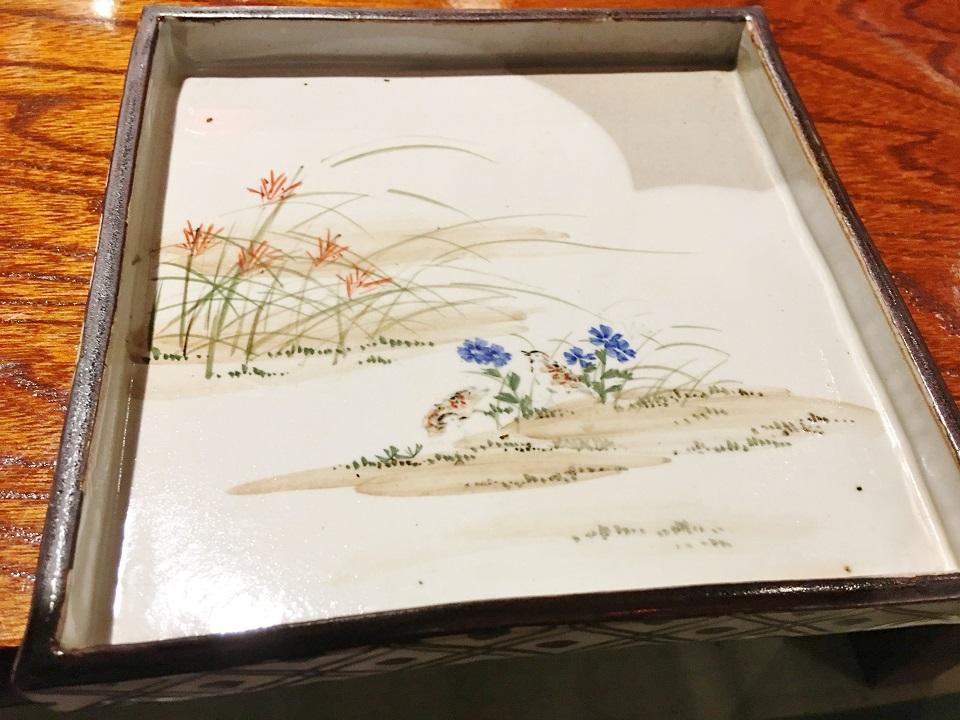 花柄の角皿の写真