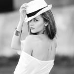 帽子をかぶったセンスの良い女性