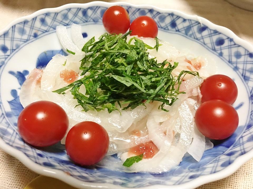 玉ねぎの梅和えの写真