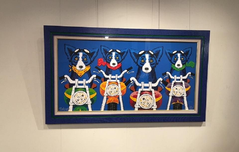 壁に飾られた絵の写真