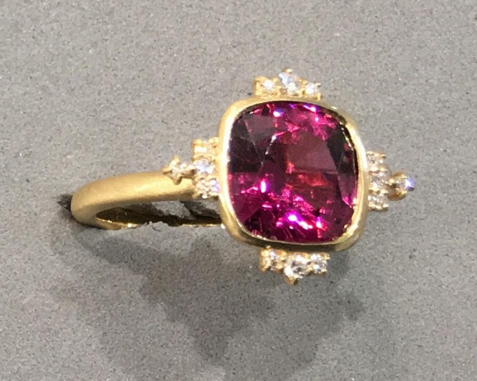 HASUNA のガーネットの指輪の写真