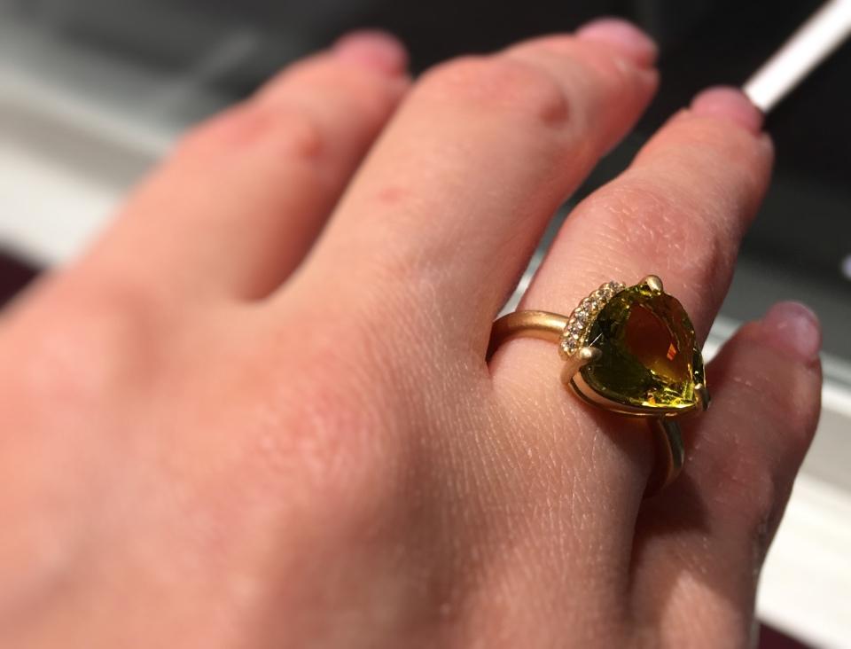 HASUNA の黄色の石の指輪の写真