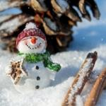 雪だるまが雪に埋もれているイラスト