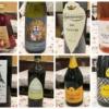 たくさんの美しいワインのボトルの写真