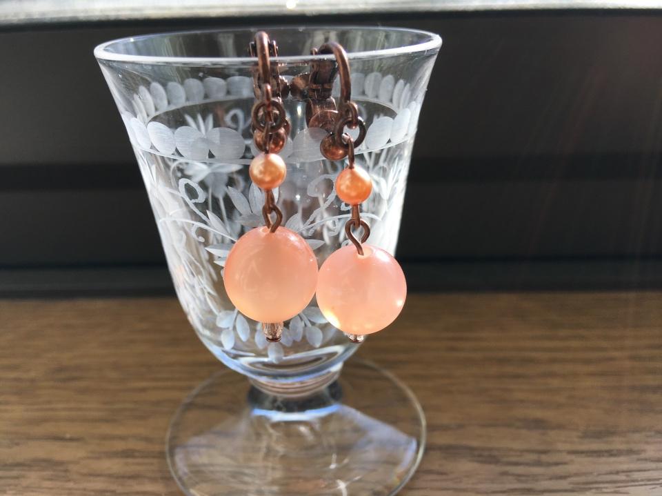 マビーユの薄いピンクのイヤリングの写真