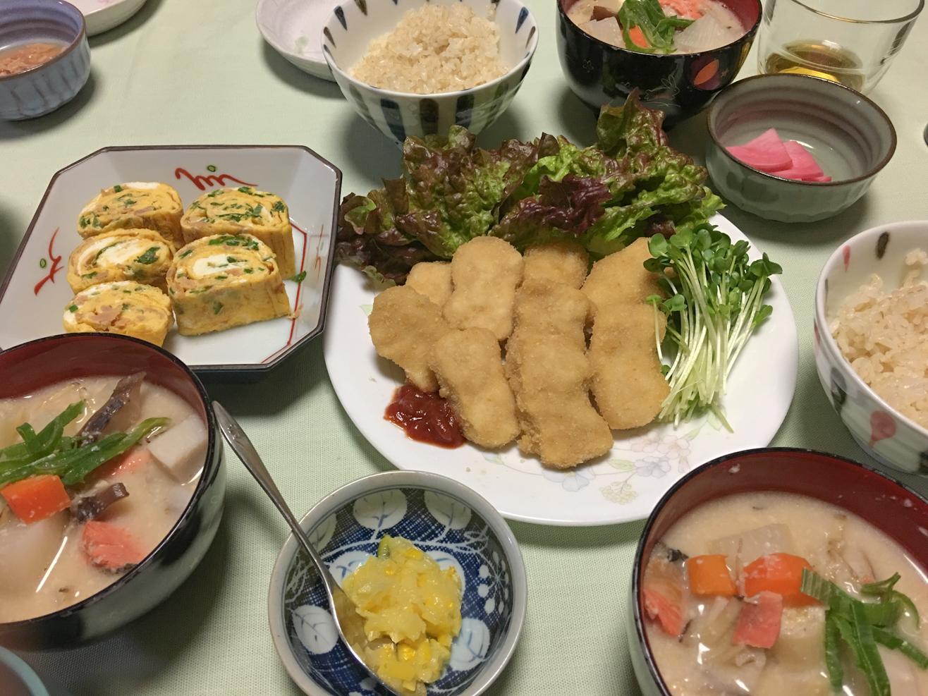 適当な酒粕汁中心の夕食の写真