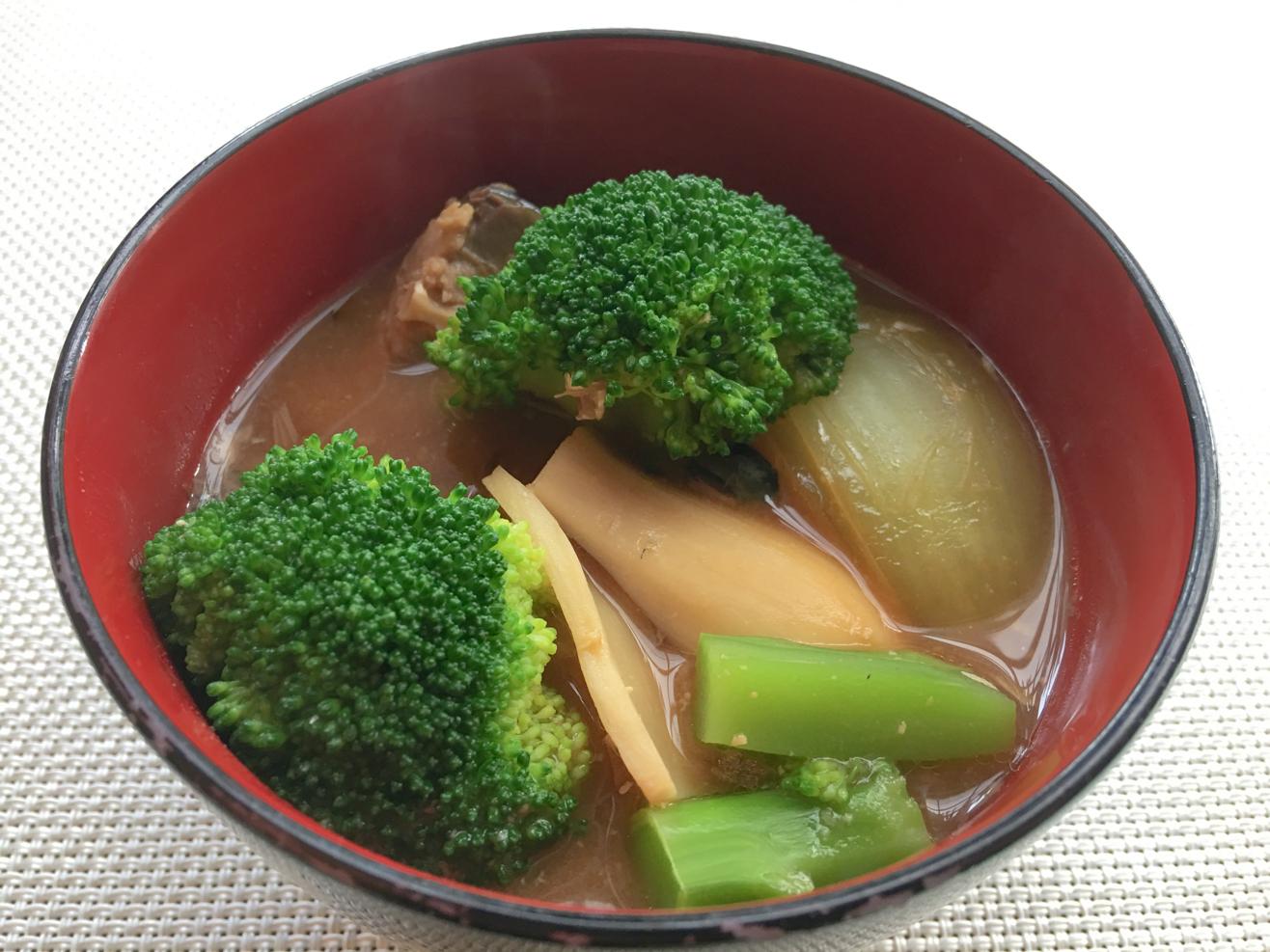 鯖缶味噌汁ブロッコリーとジャガイモの写真