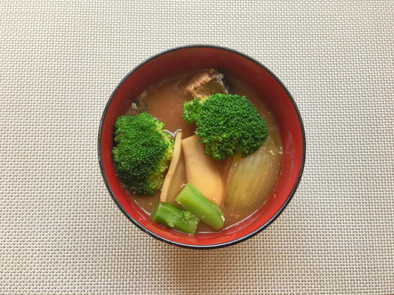 ブロッコリーの鯖缶味噌汁の写真