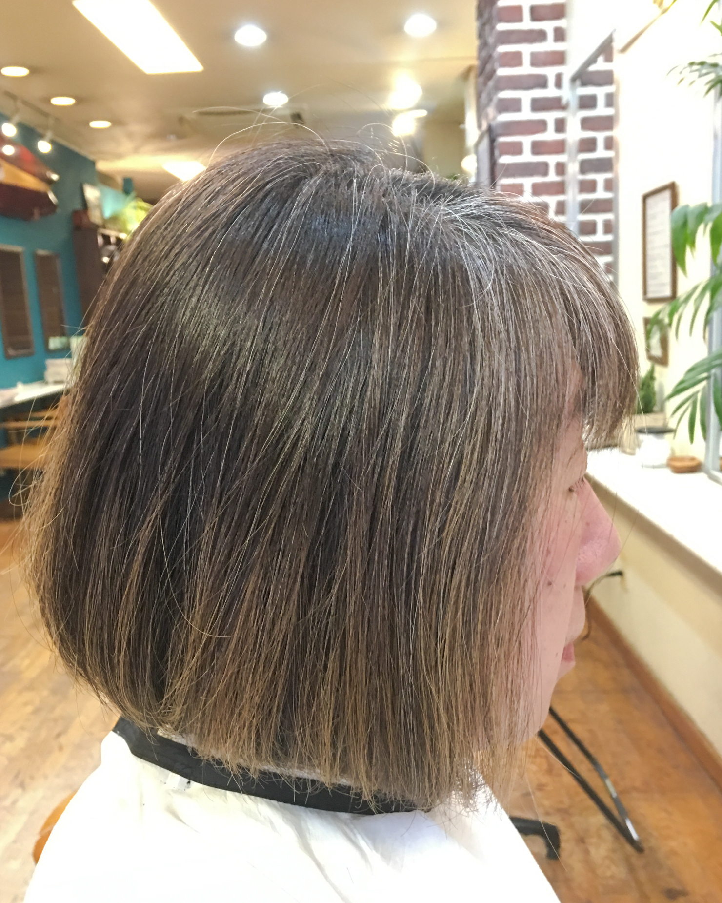 白髪染めをやめて1年3ヶ月の私の写真、カラーリング前
