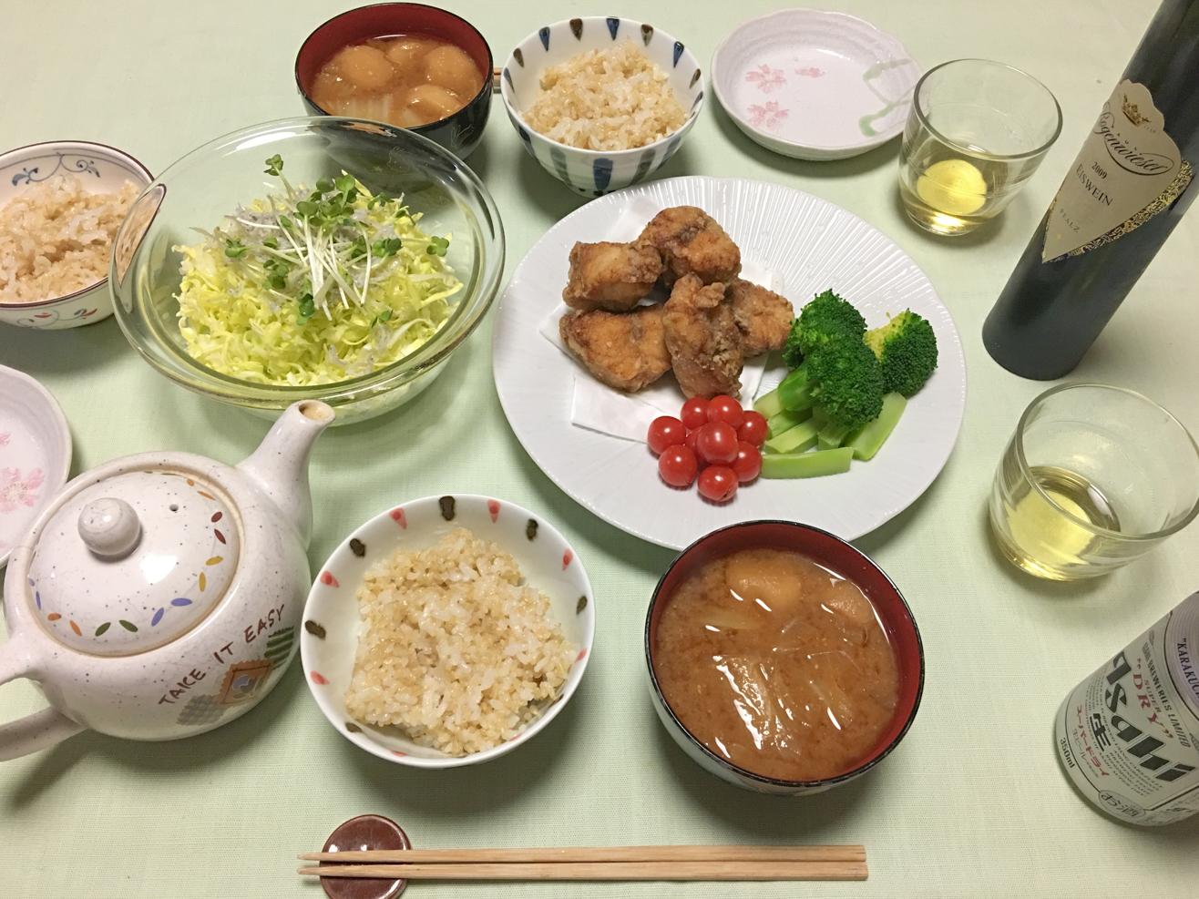 ふぐの唐揚げ中心の夕食の写真