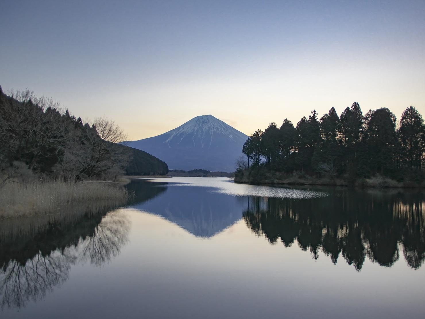 富士山の湖の写真