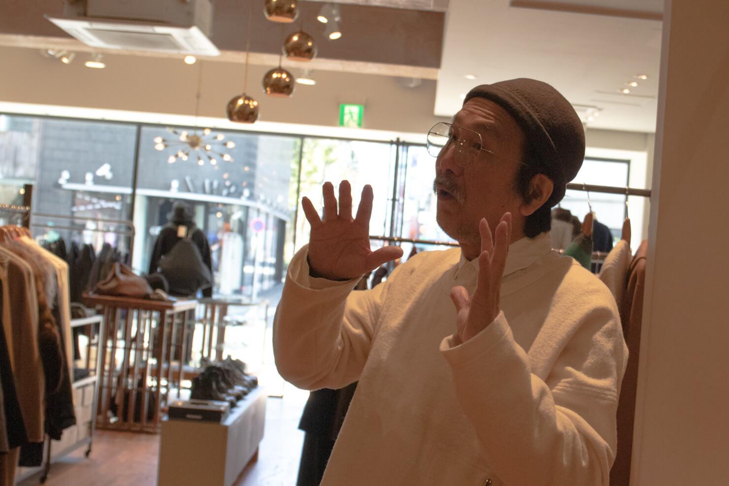 浅田さんのポーズが笑える写真