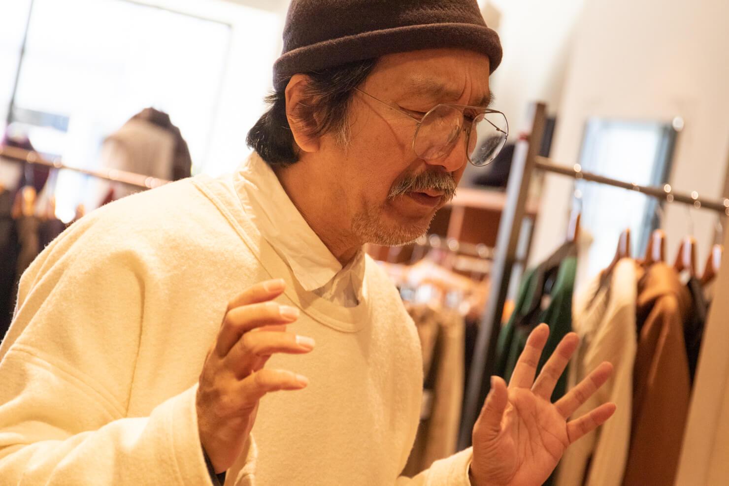 真剣に語る浅田さんの写真