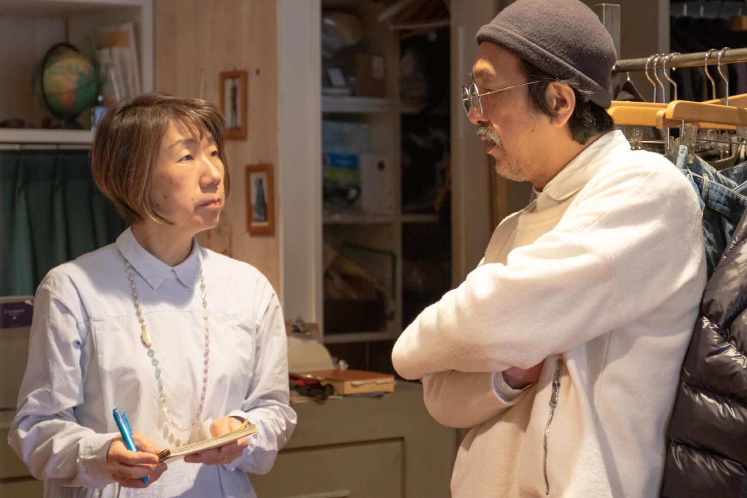 ガッツが浅田さんにインタビューしている写真