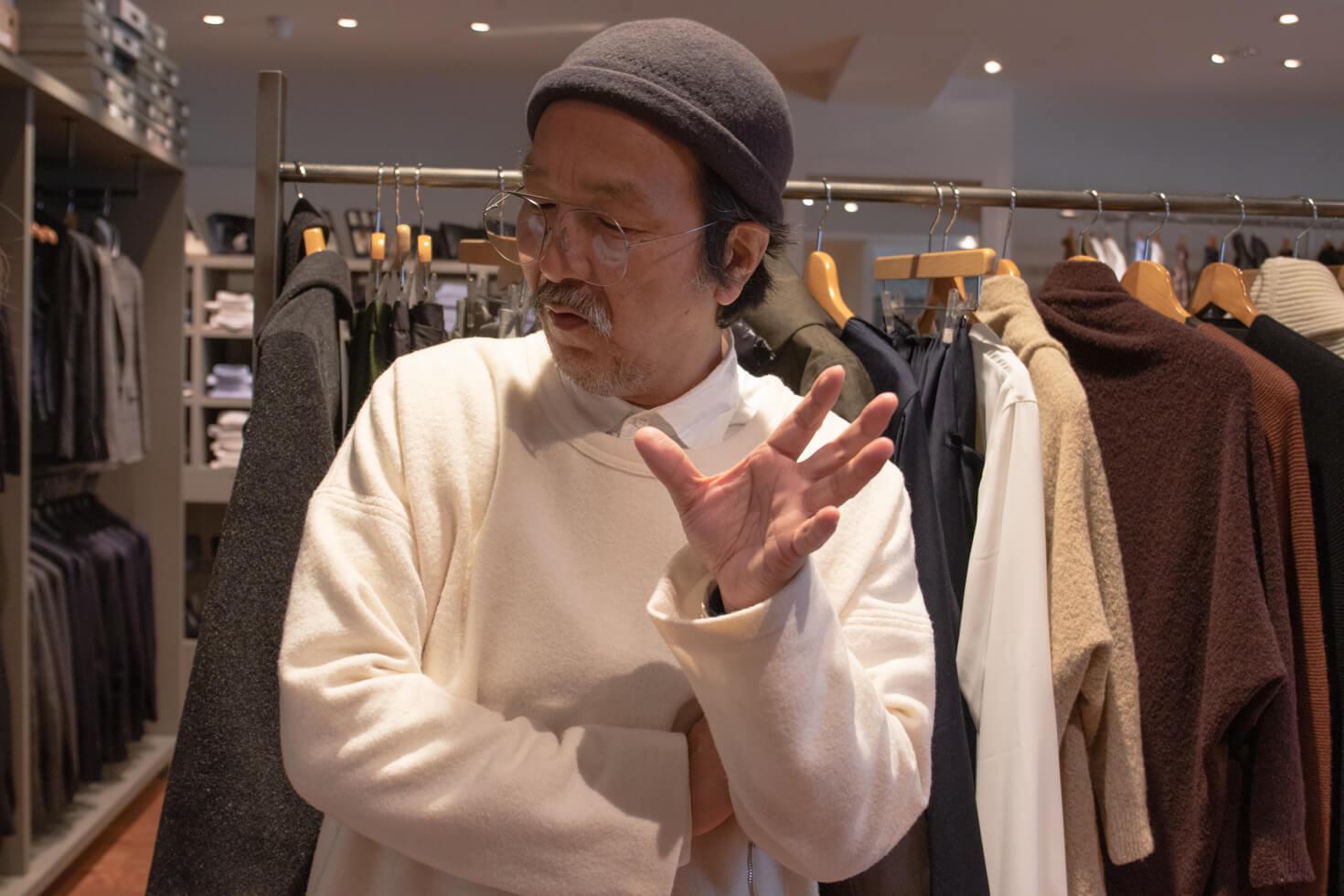 親身に説明する浅田さんの写真
