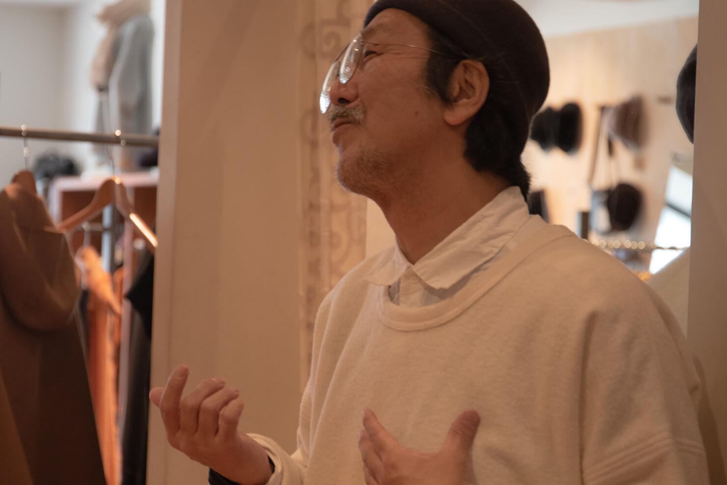 浅田さんが語っている写真