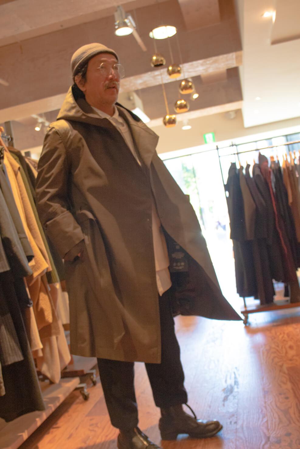 ノルウェー・ジャン・レインのコートを着ている浅田さんの写真